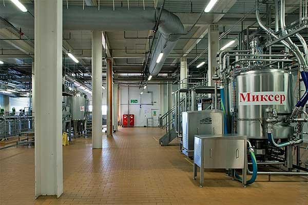 Заготовительно-пастеризационное отделение на фабрике мороженого