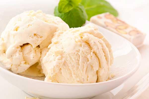 Банановое мороженое из молока без сливок