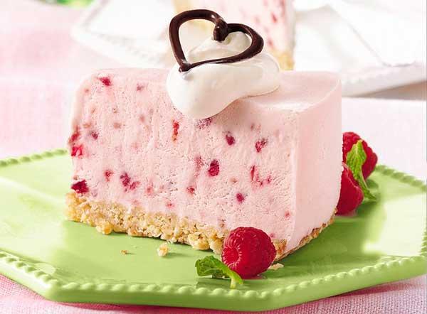 Муссовый малиновый торт-мороженое