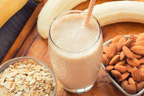 Белково-протеиновый коктейль с орехами и бананом