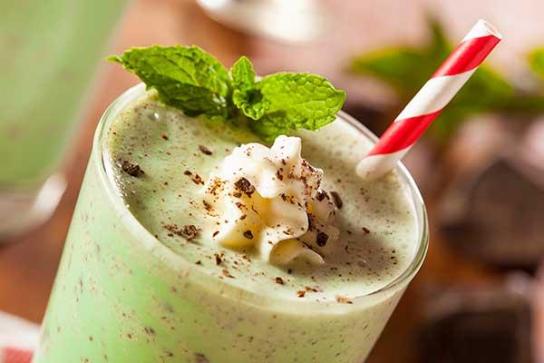 Молочный коктейль с фисташками