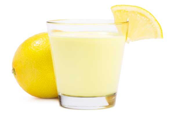 Молочный коктейль с лимоном и творогом