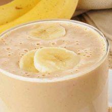 Банановый коктейль с молоком в блендере: просто, вкусно и полезно!