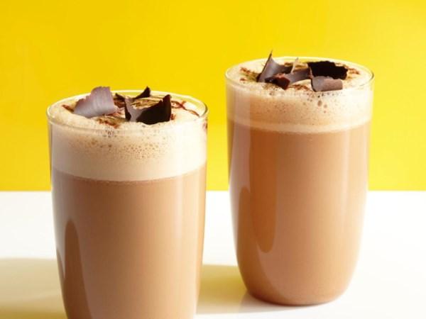 Классический шоколадный молочный коктейль