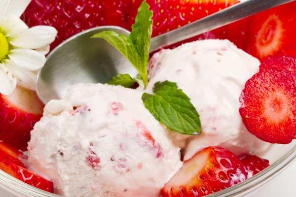 Классический рецепт домашнего клубничного мороженого