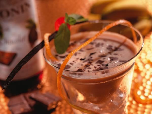 Коньячный коктейль из молока с апельсином