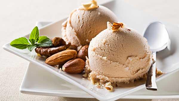 Ореховое мороженое с молоком без яиц