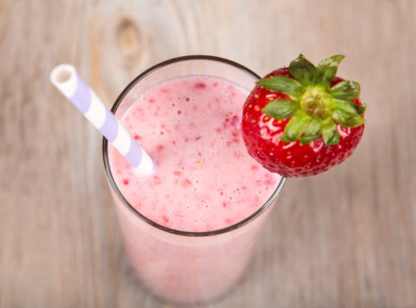 Рецепт молочного коктейля с клубникой
