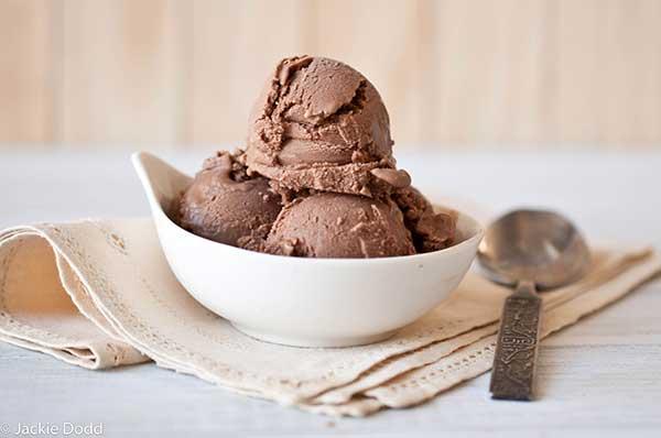 shokoladnoe-kokosovoe-veganskoe-morozhenoe