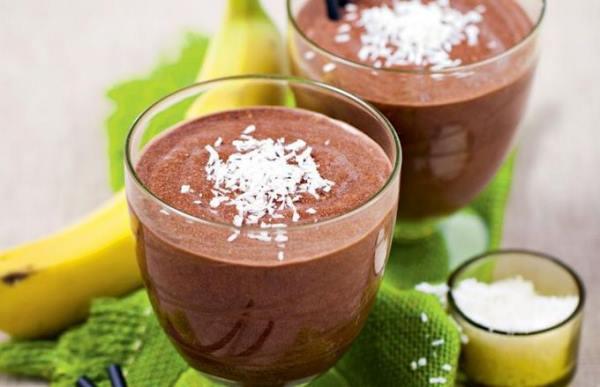 Шоколадный коктейль с клубникой и бананом