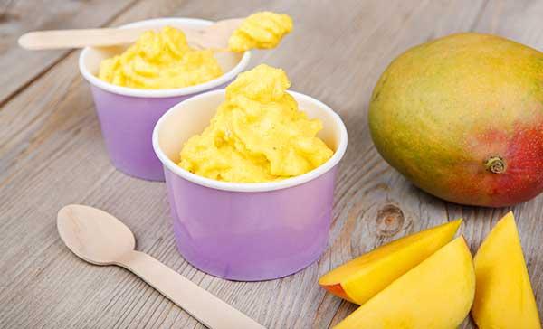Мороженое из манго с кокосовыми сливками