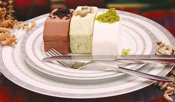Вкусное турецкое мороженое дондурма