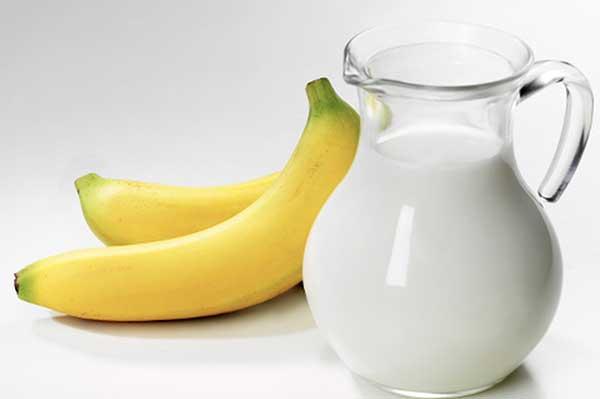 Чем полезен молочно-банановый коктейль