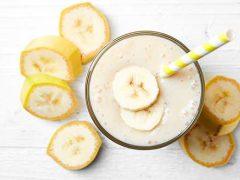 «Молочный» коктейль в блендере с бананом и мороженым
