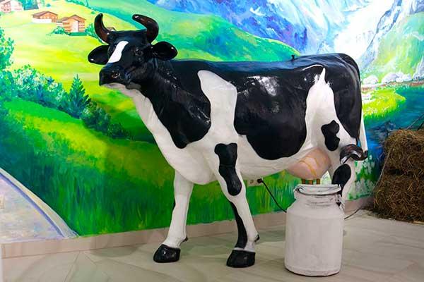 Интерактивная корова в музее Артико