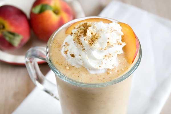 Кофе с персиком и мороженым