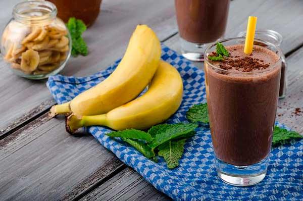 Согревающий молочный бананово-шоколадный коктейль