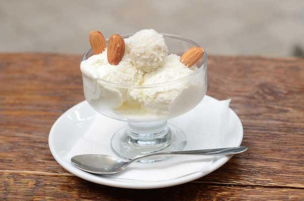 Зефирно-кокосовое сливочное мороженое