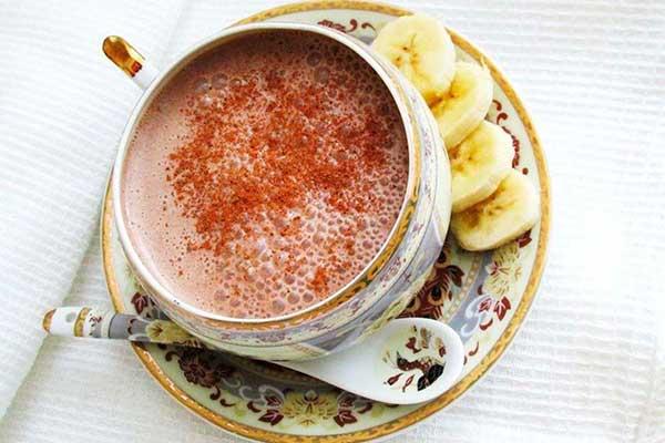 gorjachij-bananovo-shokoladnyj-koktejl