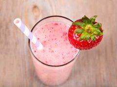 Ооочень вкусный коктейль из варенья и молока: 3 простых рецепта