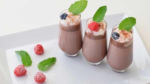 shokoladnyj-molochnyj-koktejl-s-morozhenym