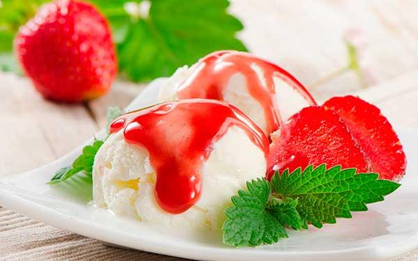Ванильно-клубничное мороженое