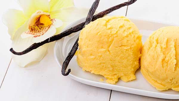 Сливочное мороженое с ванильным вкусом