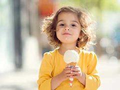 Мороженое детям: когда? какое? сколько?