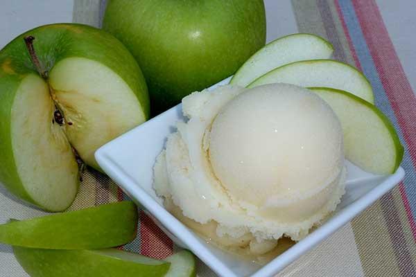 Сорбет из яблок со сливками