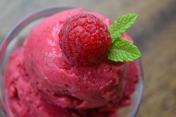 Мороженое из сметаны с вареньем