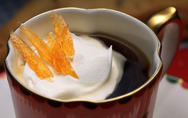 Горячий чай и мороженое
